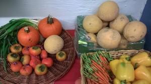 vihanneksia ja meloneita
